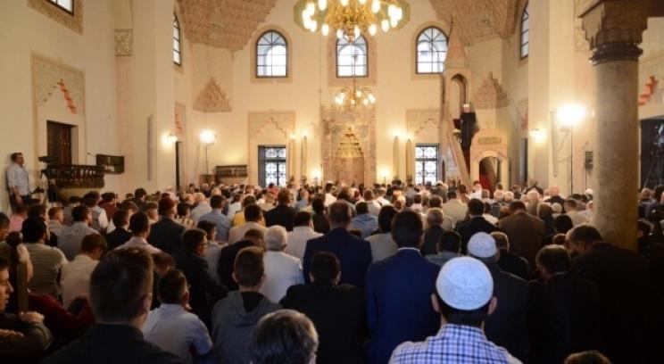 Nema nikakve VIP lože u Begovoj džamiji, ko dolazi klanjati, on to i zna